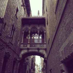 20 travel and money saving tips when visiting Barcelona Carrer del Bisbe